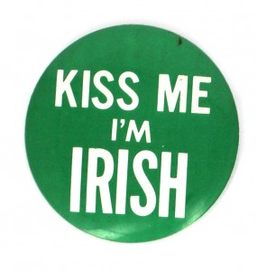 B kiss me 285x300 Badges St Patrick